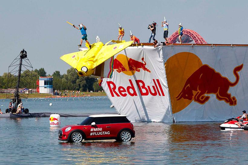Фестиваль самодельных летательных аппаратов Red Bull Flugtag