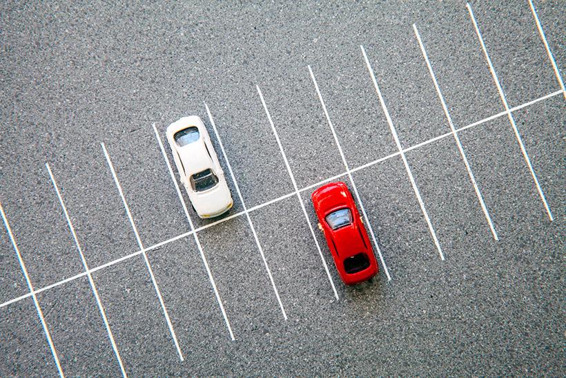 Управа обещала разобраться с незаконными платными парковками на территории Крылатского