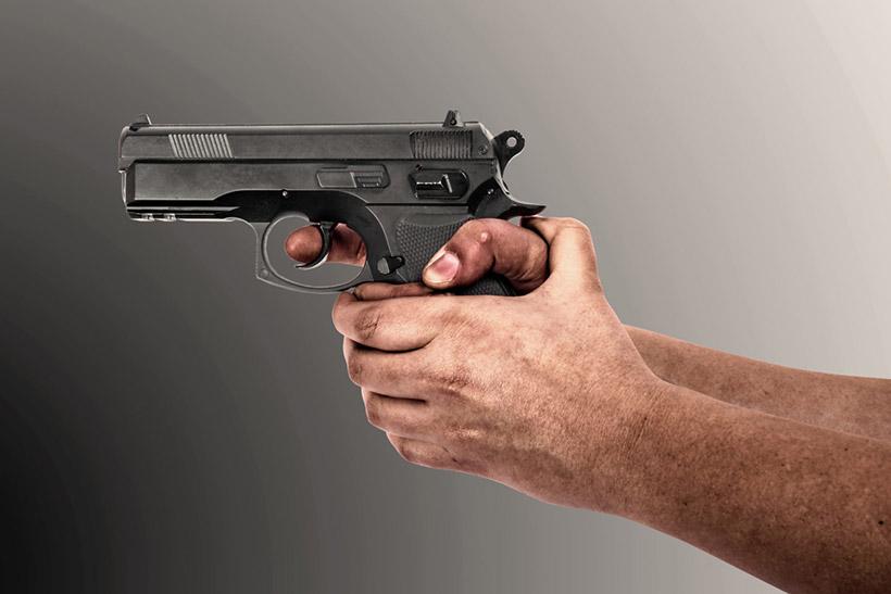 Вооружен и опасен. На Осеннем бульваре задержан мужчина с арсеналом оружия