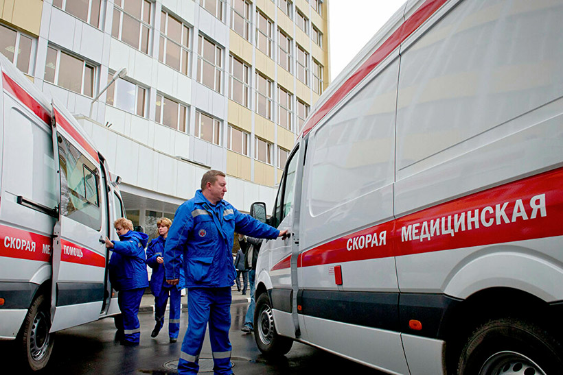 В Наро-Фоминске скончалась женщина, которую врачи уронили с каталки на асфальт
