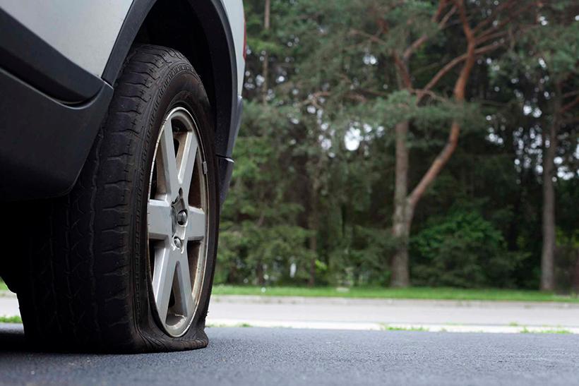 Что делать если пробили колесо на дороге