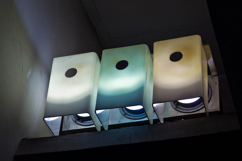 Оригинальные светильники в метро «Крылатское» Москва (заменены в начале 2000-х годов)