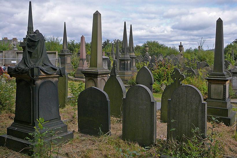 Как выбрать памятник на могилу?