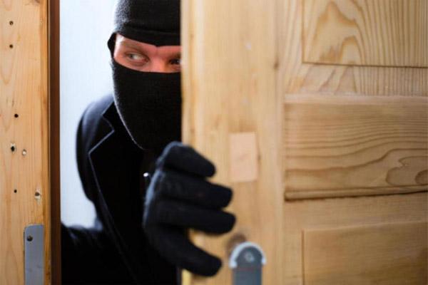 Как защитить квартиру от воров: 7 проверенных способов