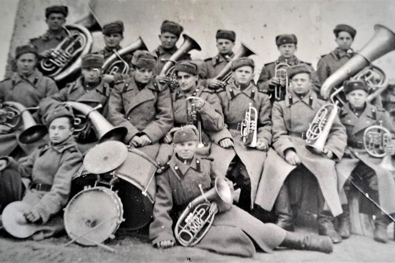 Духовой оркестр встречает дорогого гостя