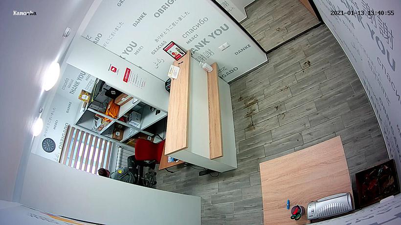 Внешний вид с купольной камеры видеонаблюдения, установленной у потолка