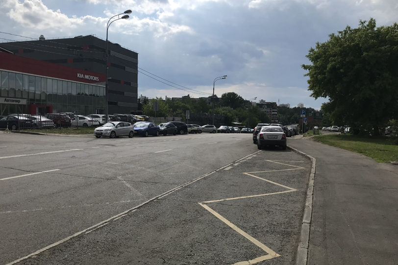 Автосалоны на Крылатской улице