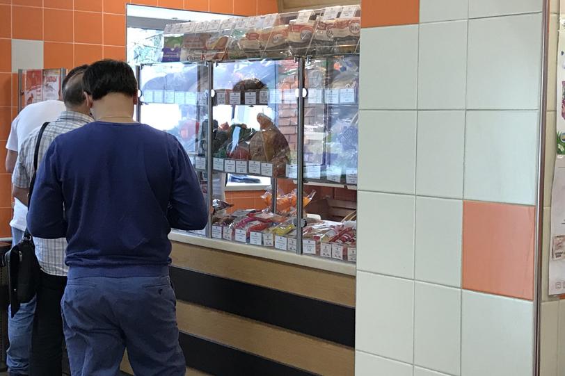 Хлебо-булочные изделия в фирменном магазине при Хлебозаводе №22