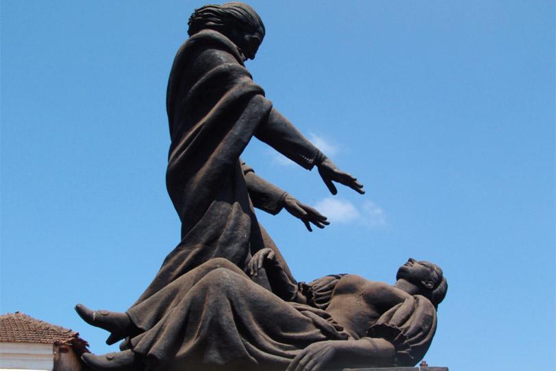 Статуя аббата Фариа
